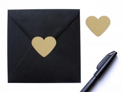25 Herzaufkleber aus Kraftpapier