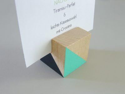 Farbiger Kartenhalter | Holz-Würfel